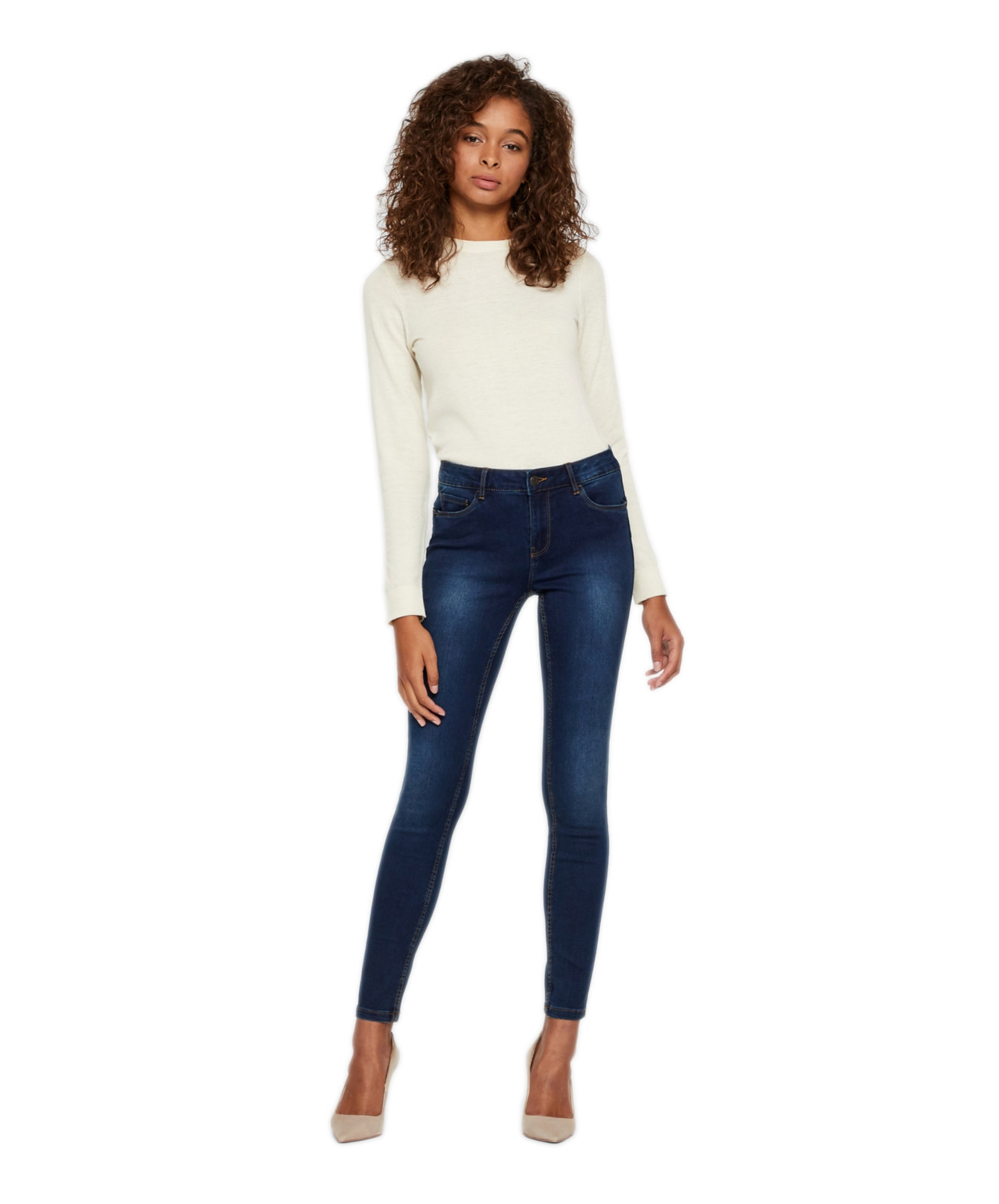 Hosen - Vero Moda Jeans Röhre Seven in Medium Blue Denim  - Onlineshop Jeans Meile