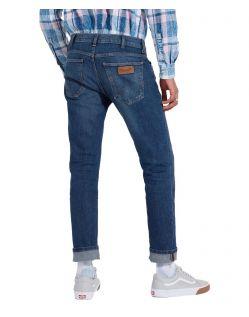 Wrangler Larston - Slim Tapered Jeans in Indigo Wit f02